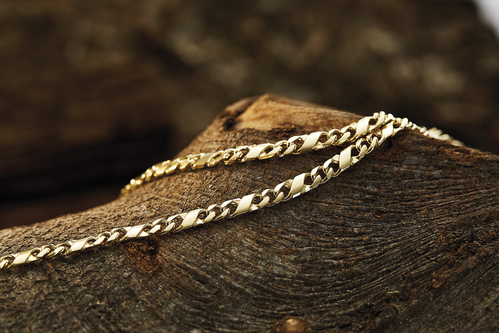 Schmuck-Fotoshooting_Binder_Goldketten2